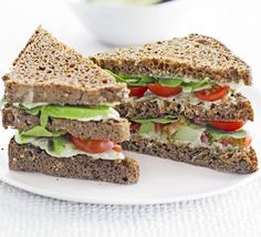 Green club sandwich - mmm i do love sandwiches! Sandwich Bar, Club Sandwich Receta, Roast Beef Sandwich, Club Sandwich Recipes, Healthy Sandwich Recipes, Healthy Sandwiches, Bbc Good Food Recipes, Lunch Recipes, Healthy Snacks