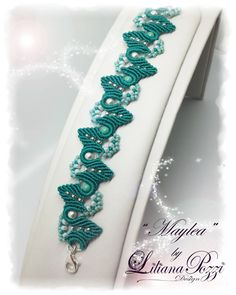 Bracelet made with the technique of macramé, embellished with Swarovski pearls.  SCHEME IN ITALIAN. (Italian pattern but with a lot of photos step by step)  The tutorial consists of 15 pages and includes color photos and step by step explanations.  We recommend a previous knowledge of basic knots and margarete.  Materials:  S-lon thread from 0.5 mm Swarovski pearls 4 mm Seed beads 8/0 Seed beads 11/0