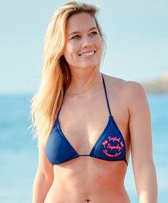 2a6d03bb Superdry bikinioverdel Triangel overdel med logotrykk på venstre bryst fra  Superdry. Overdelen har uttakbar polstring, knyting på rygg og bak nakke.