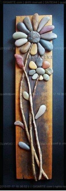 .flor con piedras sobre tablero