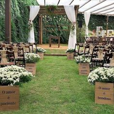 Essential OutDoor Wedding Tips - Wedding Tips 101 Outdoor Wedding Backdrops, Outdoor Wedding Photography, Wedding Ceremony Backdrop, Ceremony Decorations, Wedding Centerpieces, Wedding Bouquets, Wedding Flowers, Vintage Outdoor Weddings, Wedding Aisles