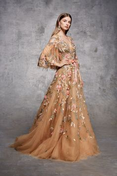 The Fashion Dish — Marchesa Notte Pre-Fall 2018 Marchesa, Couture Mode, Couture Fashion, Runway Fashion, Couture Style, Couture Details, Evening Dresses, Prom Dresses, Pageant Gowns
