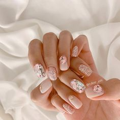 "Instagram의 𝐍𝐚𝐢𝐥 𝐃𝐞𝐚𝐫_𝐲𝐮𝐧님: ""𝐍𝐚𝐢𝐥 𝐃𝐞𝐚𝐫_𝐲𝐮𝐧 𝚓𝚞𝚕𝚢 #이달의아트 𝟿𝟿,𝟶𝟶𝟶𝚠𝚘𝚗 💓✨💍✨ ⠀⠀ •이벤트는 현금가입니다. •𝐊𝐚𝐭𝐚𝐥𝐤 𝐈𝐃: 𝐝𝐞𝐚𝐫_𝐲𝐮𝐧 •강남구 논현동 𝟕𝟑-𝟐𝟖 𝟏𝐅, 𝐕𝐄𝐑𝐘 𝐊𝐢𝐓"" Korean Nail Art, Korean Nails, Nail Art Designs Videos, Nail Designs, Cute Nails, Pretty Nails, Gucci Nails, Les Nails, Finger Art"