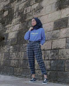 Teenage Outfits, Teen Fashion Outfits, Retro Outfits, Vintage Outfits, 90s Fashion, Modern Hijab Fashion, Hijab Fashion Inspiration, Muslim Fashion, Casual Hijab Outfit