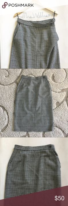 "Vintage Versace Houndstooth Wool Skirt Vintage Gianni Versace Houndstooth Midi Skirt. Side button. Pockets! Size 46 - US 10   One of the pockets lining is torn.   Measurements laid flat Waist - 15.5"" Hips - 21"" Length - 29.5"" Versace Skirts Midi"