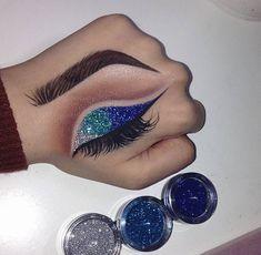 gilberte-fabulous-secrets: Win A Free Kylie Jenner Lipstick! Check this link! Eye Makeup On Hand, Eye Makeup Art, Eyeshadow Makeup, Beauty Makeup, Makeup Style, Eyeshadows, Makeup Trends, Makeup Inspo, Makeup Inspiration
