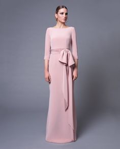 Vicky Martín Berrocal Mob Dresses, Bridesmaid Dresses, Formal Dresses, Modest Fashion, Fashion Dresses, Party Mode, Cocktail Outfit, Mother Of Groom Dresses, Couture Mode