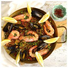 Από τα πιο γνωστά παραδοσιακά φαγητά της Ισπανίας είναι η παέγια και δεν  γίνεται κάποιος που επισκέπτεται αυτή τη χώρα να μην δοκιμάσει έστω μια  φορά.  Είναι οικογενειακό φαγητό και ανάλογα την περιοχή της Μεσογειακής χώρας την  φτιάχνουν με διαφορετικά υλικά κρατώντας πάντα τα σταθερά π