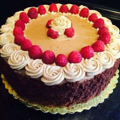 Raspberry-chocolate mousse cake