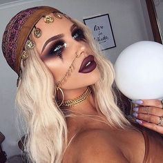 Throwing it back to this 'Fortune Teller' look. I can't wait to put together my next Halloween look but I'm waiting on a few props and bits in the mail  praying that it all comes together shortly!  Also, thank you for 450K - another milestone for me and my gramfam ❤️ you're constant support, kindness and friendship astounds me! TYTYTY x __________________________________________________________ I used; @anastasiabeverlyhills Modern Renaissance Palette  @shopvioletvoss Holy Grail Palette…