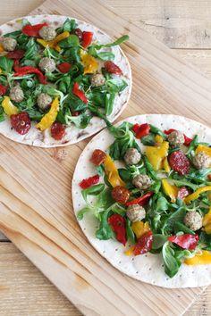 Wrap con verdure e polpettine di carne al curry, senza glutine né lattosio