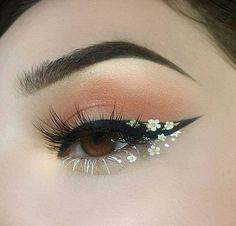 Foto - Daisy Chain Eye Make-up. - Foto – Daisy Chain Eye Make-up. Cute Makeup Looks, Makeup Eye Looks, Eye Makeup Art, Skin Makeup, Makeup Inspo, Eyeshadow Makeup, Makeup Ideas, Makeup Style, Pink Eyeshadow
