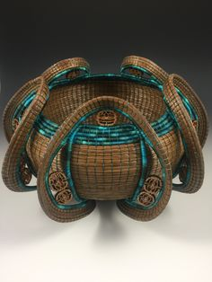 Pine Needle Crafts, Pine Cone Crafts, Weaving Art, Weaving Patterns, Honey Locust, Rope Rug, Native American Baskets, Pine Needle Baskets, Fibre And Fabric