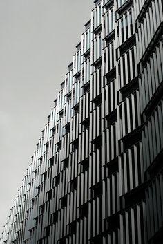 Futuristic buildings along More London Place | Architecture. Architektur | Photo @ Ellie Warren |