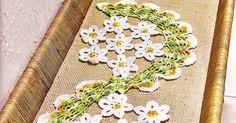 Centros de mesa em crochê O modelo é espiral e com flores que imitam margaridas lembrando que: podemos trocar as cores e fazer um es...