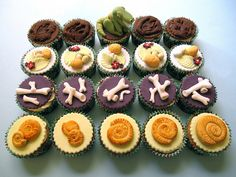 I love these dinosaur and fossil themed cupcakes. Great for a dinosaur party.