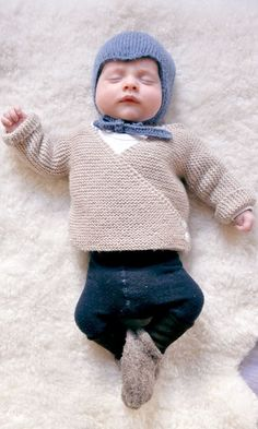 Ulma Baby Cardigan Free Knitting Pattern by Mme Ulma. To fit newborns (width & height: Baby Cardigan Knitting Pattern Free, Baby Sweater Patterns, Knitted Baby Cardigan, Knit Baby Sweaters, Baby Patterns, Knit Patterns, Kimono Cardigan, Cardigan Pattern, Baby Knits