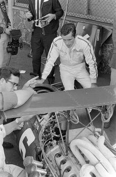 Jacky Ickx and Mauro Forghieri chat with Chris Amon sat in his Ferrari Formula 1 Car, Ferrari F1, Amon, F 1, Grand Prix, Porsche, Legends, Classic Cars, Vintage