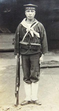 """fujisan-ni-noboru-hinode: """" Japanese Naval Infantryman in Shanghai, 1932. Before the creation of the Special Navy Landing Force (SNLF), when encountering enemy contact, much like Soviet sailors during WW2, Japanese sailors would simply take up arms...pin by Paolo Marzioli"""
