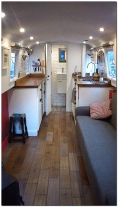 Houseboat Interiors Ideas Like No Other - Vanlife & Caravan Renovation Canal Boat Interior, Narrowboat Interiors, Narrowboat Kitchen, Houseboat Living, Houseboat Ideas, Floating House, Tiny House Movement, Boat Building, Building Plans