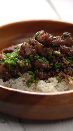 Filipino Beef Salpicao Enjoy a hearty bowl of garlicky flavors from the Philippines. - Enjoy a hearty bowl of garlicky flavors from the Philippines. Meat Recipes, Asian Recipes, Cooking Recipes, Healthy Recipes, Best Filipino Recipes, Vegetarian Recipes, Lumpia Recipe Filipino, Pinoy Food Filipino Dishes, Filipino Desserts