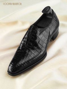 The Gaziano & Girling Deco line of shoes was created in 2011 as a further elevation of the RTW range. The lasts are acute, the designs original & the handwork extreme. Mens Fashion Shoes, Men S Shoes, Men's Fashion, Latex Fashion, Fashion Vintage, Gothic Fashion, Fashion Women, Winter Fashion, Dream Shoes