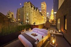 AKA Central Park Hotel NYC features luxury furnished accommodations with studios, one & two bedroom suites, penthouse & sky suites in Manhattan New York. Central Park, Apartamento Penthouse, Glamping, Glam Camping, New York City, Vivre A New York, Outdoor Bedroom, Outdoor Living, Outdoor Daybed