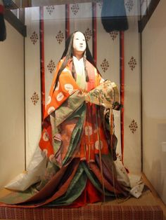 A mannequin dressed in junihitoe Japanese Love, Japanese History, Japanese Kimono, Japanese Culture, Japanese Art, Heian Era, Heian Period, Martial, Traditional Fashion