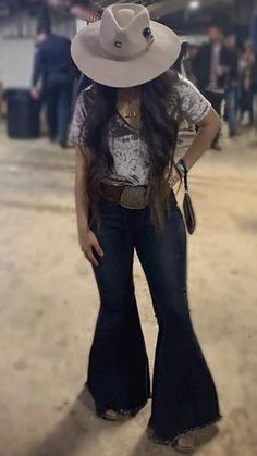 Keep on Truckin' ~ Denim Frayed Bell Bottom Jeans ~ Black Denim – Lil Bee's Bohemian Cute Cowgirl Outfits, Western Outfits Women, Rodeo Outfits, Western Wear For Women, Outfits With Hats, Cute Outfits, Country Style Outfits, Mexican Outfit, Poses