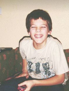 Louis Tomlinson why you so preshhh. Fetus One Direction, One Direction Pictures, Harry Edward Styles, Harry Styles, Freddie Reign, Tomlinson Family, Louis Tomlinsom, Liam James, Louis Williams