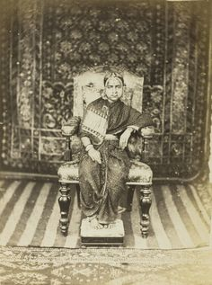 Husband and Wife from a Hindu Aristocratic or Royal Family - Arni, South India - Old Indian Photos Vintage India, Old Photos, Vintage Photos, Monsoon Wedding, Royal Indian, Mystery Of History, History Mysteries, India Colors, Hindu Art