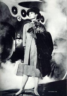 Richard Avedon-- Audrey Hepburn in Funny Face Audrey Hepburn Funny Face, Audrey Hepburn Born, Audrey Hepburn Photos, Richard Avedon, Louis Daguerre, Funny Face Photo, Divas, Retro Stil, Moon River