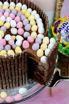 Rich, Chocolate, and Gooey Chocolate Fudge Cake with Matchmakers, Mini Eggs, and DELICIOUS Chocolate Buttercream Frosting Chocolate Easter Cake, Chocolate Fudge Cake, Delicious Chocolate, Chocolate Buttercream, Buttercream Frosting, Oreo Cake, Mini Eggs Cake, Easter Egg Cake, Easter Food