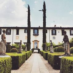 "A gorgeous renaissance villa ""Villa Le Piazzole"" near Settignano Florence . We  Tuscany #love #villa  #villalepiazzole #renaissance  #historicalmonument #architecture #historicalgarden #tuscanypeople #visittuscany #toscana_super_pics #firenzecityofficial #tuscanybuzz #florence #romantic #italy  Photo credit: @cecilia_cuomo  Visit our website: www.chiantilife.wine"