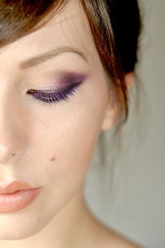 Purple eye makeup  perfect for my green eyed, hazel or even brown eyes girls.... But I'll still do it even though I have blue eyes :P