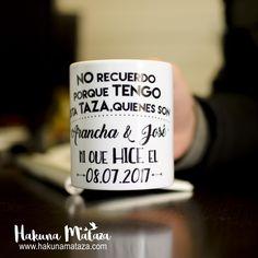 ¿Mmmm, no recuerdo porque tengo esta taza... ☕? Con nuestras tazas te aseguras no sólo sacarles una sonrisa a tus invitados, sino que recuerden cada mañana a la hora del desayuno, lo bien que se lo pasaron con vosotros el día de vuestra boda  . Disponible y personalizable en nuestra web : > www.hakunamataza.com < #HakunaMataza #Bodas #Regalo #Invitados #TazaPersonalizada