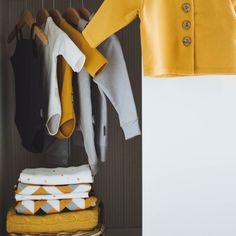 Nie ukrywamy że bardzo nam się podoba szafa Antki #wardrobe #simplicity #babyfashion #babyclothes #blanket #swaddler #waitingforbaby #newborn #wyprawka #slowfashionforkids #coodo_for_kids #coodo foto by @stashki.pl by coodo_for_kids