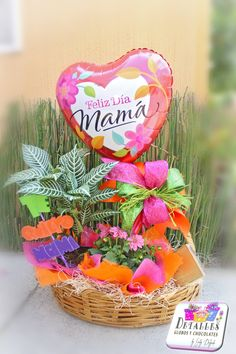 """""""Detalles globos y chocolates"""" Valentines Gifts For Boyfriend, Valentine Gifts, Boyfriend Gifts, Candy Gift Baskets, Candy Gifts, Mother Day Gifts, Happy Mothers Day, Mother And Father, Candy Bouquet"""