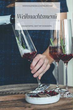 Weihnachtsmenü 2020    Erfrischender Granatapfel Sekt mit Rosmarin aus Sekt und Granatapfel Sirup. Perfekt für einen fruchtigen Aperitif unter Freunden oder Familie.   Für die alkoholfreie Variante den Sekt durch alkoholfreien Sekt oder Sprudelwasser ersetzen.       #weihnachtsmenü #vegetarisch #rosmarin #sekt #sirup #granatapfelsirup #aperitif #sylvester #weihnachten #unterfreunden #trinken #alkohol #getränk #cheers #gourmet #findedinning Brie, Hallo Winter, Unique Recipes, Red Wine, Dinnerware, Alcoholic Drinks, Good Food, Favorite Recipes, The Incredibles