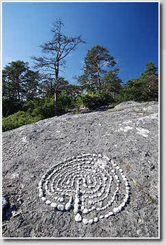 Folhammar, Gotland, Sweden- Throughout the Nordic countries of Sweden, Norway and Finland, beyond the arctic circle to 71º N. and particularly around the shorelines of the Baltic Sea, stones and boulders were used to mark out the walls of the labyrinth. Over 500 examples are recorded. Stone labyrinths are also known from Iceland, Arctic Russia and Estonia; all of these outlying groups have probably originated from Nordic settlers or trading contacts.