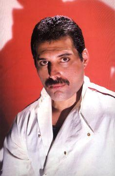 Freddie Mercury- THE KING OF QUEEN! <3