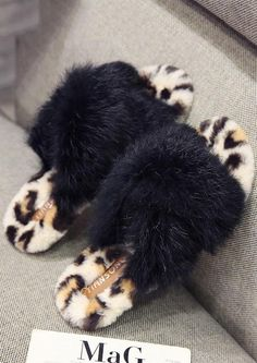 Faux Fur Slippers Black Ladies Slippers, Womens Slippers, Fur Accessories, Comfy Clothes, Ciabatta, Fur Slides, Black Flats, Fur Jacket, Nightwear