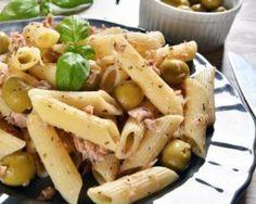Salade de penne au thon et aux olives : http://www.fourchette-et-bikini.fr/recettes/recettes-minceur/salade-de-penne-au-thon-et-aux-olives.html