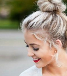 messy top knot / #hairstyles #chic #style
