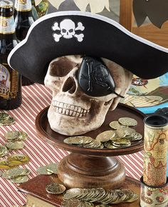 This pirate skull centrepiece would be perfect for a pirate party. Scatter gold coins around it for an awesome pirate look! Pirate Halloween Decorations, Decoration Pirate, Pirate Halloween Party, Pirate Birthday, Pirate Theme, Pirate Party Centerpieces, 5th Birthday, Pirate Party Foods, Pirate Food