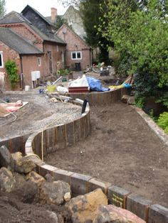 Gardening In The City Railway Sleepers - using vertical sleepers to make retaining wall on a slope Landscaping Retaining Walls, Hillside Landscaping, Front Yard Landscaping, Landscaping Tips, Garden Retaining Walls, Garden Walls, Walled Garden, Terrace Garden, Garden Wall Designs