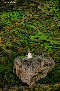 Beautiful chapel on rock in Samos/ Greece - Yπεροχο ξωκλησι στην περιοχη Μαραθοκαμπος στη Σαμο .