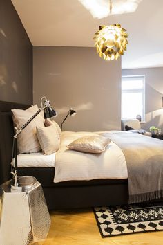 gedeckte farben wie dunkelgr n aubergine und anthrazit mehr mut zum akzent farben an einer. Black Bedroom Furniture Sets. Home Design Ideas