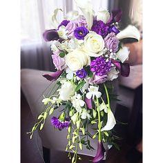 #cascadingbouqet #purplewedding #calas Purple Wedding, Floral Wreath, Wreaths, Table Decorations, Flowers, Home Decor, Calla Lilies, Decoration Home, Door Wreaths