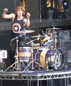 Ashton in an nutshell ~ THIS IS THE BEST BEST BEST GIF IN THE WORLD!!!!!!!!!!!!!!!!!!!!